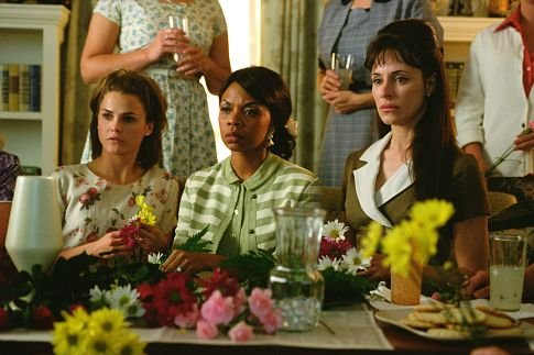 "Madeline Stowe (far right) as Julie Moore in ""We Were Soldiers."" (Photo: Paramount Pictures)"