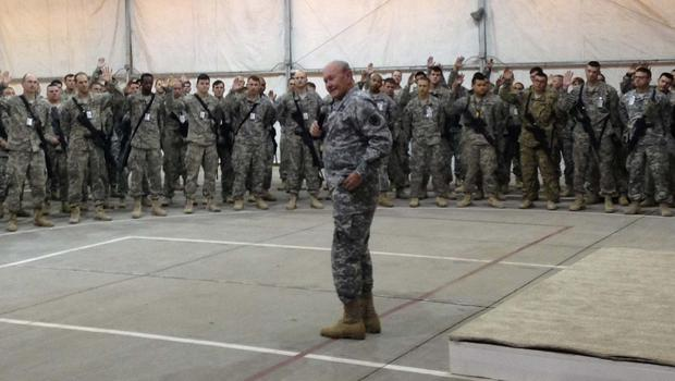 General Dempsey talking to the troops in Iraq. (Photo: CBS News)